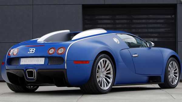 Bugatti Super Car Background, Blue Car in the Stop, Never Fail to Gain Attraction