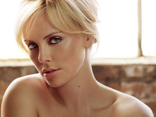 click to free download the wallpaper--Charlize Theron HD Post in Pixel of 1920x1440, Lady Showing Her Typical Sexy Look, She is Never At Loss in Grabbing Attention - TV & Movies Post
