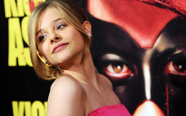 Chloe Moretz Kiss Ass Premiere Post in Pixel of 1920x1200, Beautiful Smiling Girl Turning Face Back, Wow, She is Amazing! - TV & Movies Post
