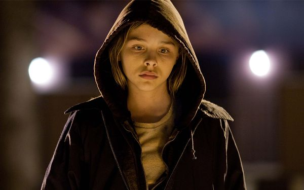 click to free download the wallpaper--Chloe Moretz Let Me In Movie Post in Pixel of 2560x1600, Boy Walking on the Road, Alone, He is Sad, Stay Away from Him - TV & Movies Post