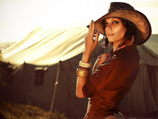 Cool Cowgirl Pic, Nice Girl Turning Back, Unique Style and Look