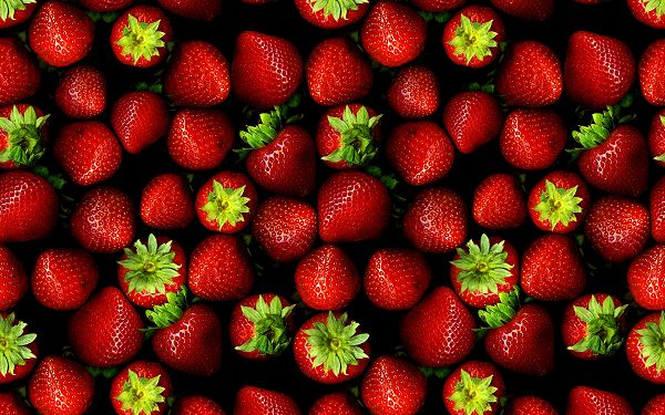 click to free download the wallpaper--Creative Wallpaper - A Pile of Strawberries in the Same Size and Color, They Are Too Good to be True