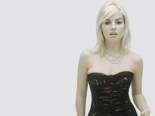 click to free download the wallpaper--Elisha Cuthbert HD Post in 1920x1440 Pixel, Girl in Black Tight Dress, She is Indeed Simple and Impressive - TV & Movies Post
