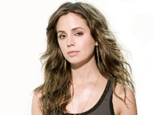 click to free download the wallpaper--Eliza Dushku HD Post in Pixel of 1600x1200, Girl in Casual Clothes and Golden Earrings, Impressive for Her Beauty - TV & Movies Post
