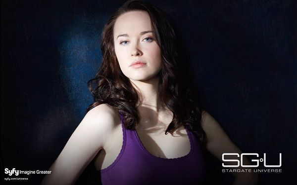 click to free download the wallpaper--Elyse Levesque Post in Stargate Universe in 1920x1200 Pixel, a Beautiful and Snowy White Girl Looking Attentively at You, She is Hard to Believe - TV & Movies Post