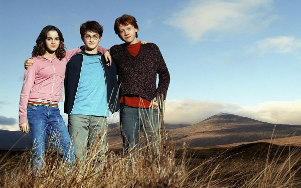 click to free download the wallpaper--Emma Watson Daniel Radcliffe & Rupert Grint in 1920x1200 Pixel, All Young and Innocent Kids, What a Close Relationship! - TV & Movies Post