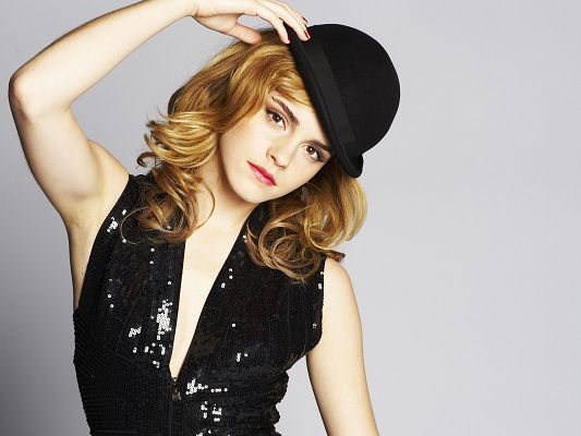 Emma Watson HD Post in Pixel of 1920x1440, Girl in Black Dress and Hat, Her Pose is Just Great and Fit - TV & Movies Post