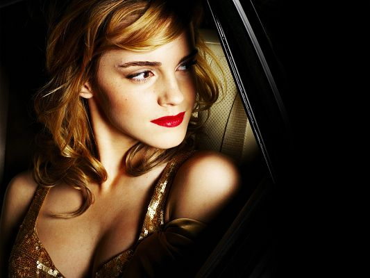 click to free download the wallpaper--Emma Watson in Beautiful Dress in Pixel of 1920x1440, Want to Have a Taste at Her Red Lip? Well, She is That Appealing - TV & Movies Post