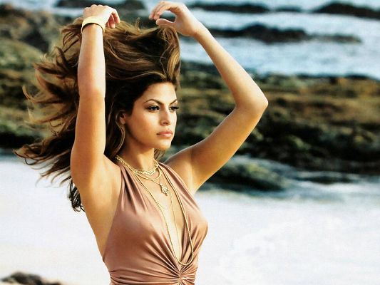 Eva Mendes HD Post in Pixel of 1280x960, Lonely Girl by Beachside, Hair is in the Fly, Is Somebody Taking Her Home? - TV & Movies Post