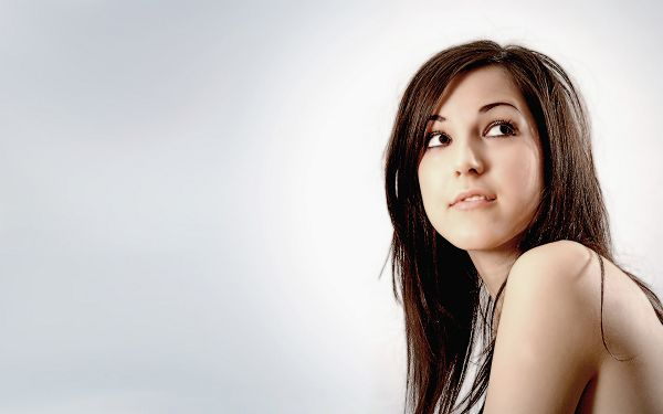 Everything the Girl Has is Perfect, Setting is Simple and Easy, Got to Try It on - HD Widescreen Beauty Wallpaper