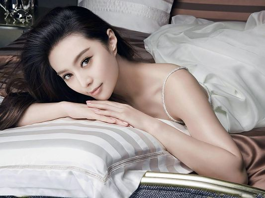 click to free download the wallpaper--Fan Bingbing Poster, with Perfect Face and Long White Dress, She is Like the Bride