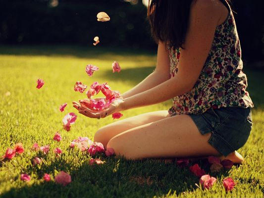 click to free download the wallpaper--Flower Petals Image, Young Girl Playing with Pink Petals, Great Time Outdoor