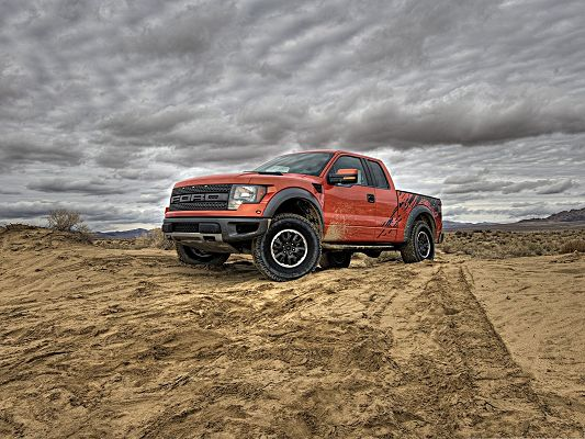 click to free download the wallpaper--Ford Raptor Car Wallpaper, Stopping in the Desert, Super Tough Car Shall Survive