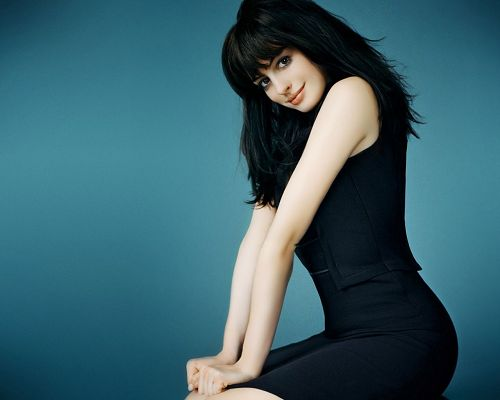 Free Beautiful Actresses Pic, Anne Hathaway in Black Tight Suit, She is the Pure Angel