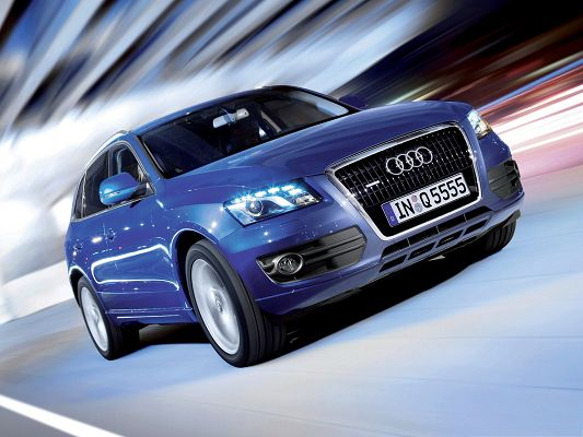 click to free download the wallpaper--Free Car Pictures, Blue Audi Q5 Quattro Car in Pretty Full Speed, Great Look