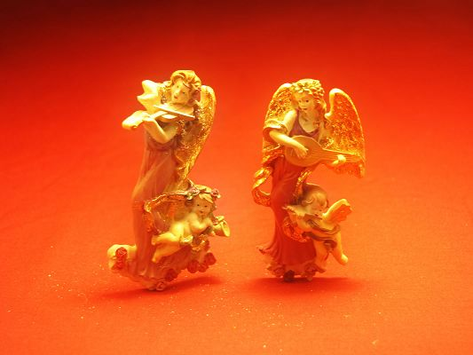 click to free download the wallpaper--Free Cute Objects Pic, a Pair of Gold Statues, in Angel Style, They Shall Strike a Deep Impression