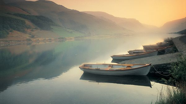 click to free download the wallpaper--Free Download Natural Scenery Picture - A Number of Boats in the Peaceful Sea, Tall Hills, Golden Horizon, Looking Great Together