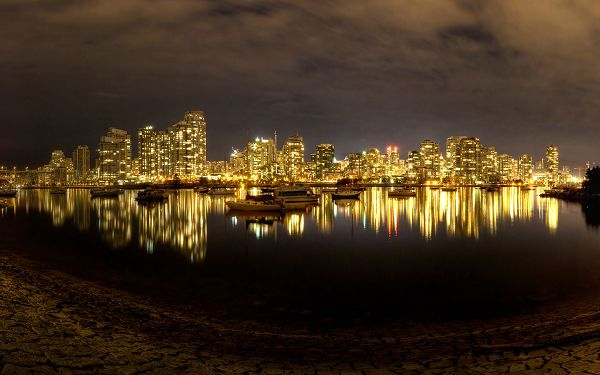 click to free download the wallpaper--Free Download Natural Scenery Wallpaper - False Creek at Night, There is Peace in Noise, a Clear and Comfortable Scene