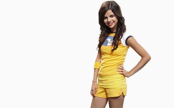 click to free download the wallpaper--Free Download TV & Movies Post - A Smiling Girl in Yellow Schoolsuit, She is Sweet and Impressive