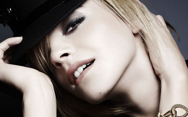 Free Download TV & Movies Post - Emma Watson Post In Pixel of 1920x1200, In Black Hat and Thick Make up, She is Impressive