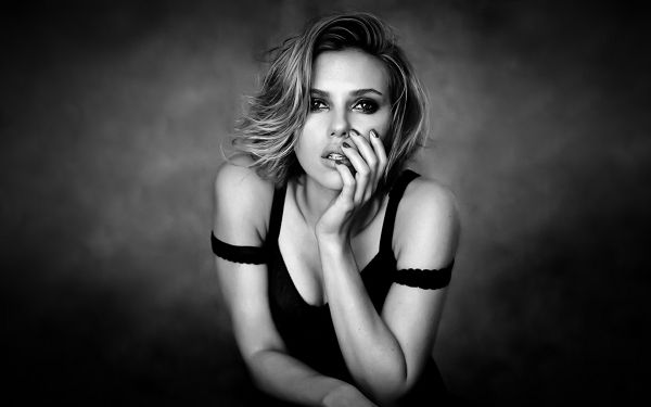 click to free download the wallpaper--Free Download TV & Movies Post of Scarlett Johansson, Impressive in Both Body and Brain, Kevin Durant is Willing to Drink Her Bathwater