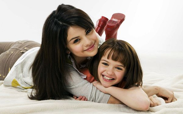 click to free download the wallpaper--Free Download TV & Movies Post of Selena Gomez, Lady Embracing Her Girl, They Are Close By Nature, Where Familyhood Happens