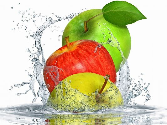 Free Fruits Wallpaper, Apples Causing Water Splash, Want a Bite?