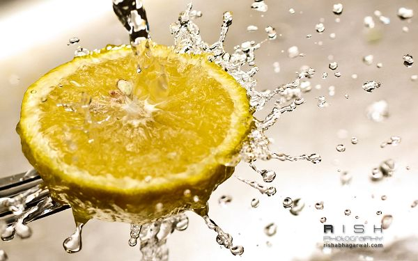click to free download the wallpaper--Free Fruits Wallpaper, Lemon in Water Splash, Impressive Look