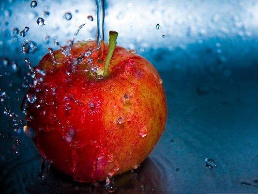 click to free download the wallpaper--Free Fruits Wallpaper, Water Splash on a Red Apple, Innervation Scene