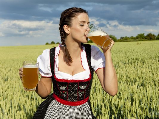 click to free download the wallpaper--Free Girls Wallpaper, German Woman Drinking Beer, Wild and Attractive Beauty