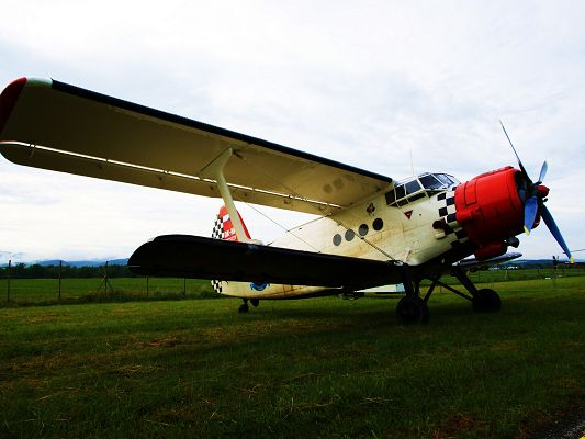 Free Pics of Aeroplanes, a Landing One, Green Grass Under the Blue Sky, Time to Get Off
