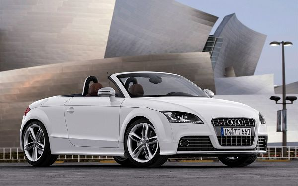 click to free download the wallpaper--Free Super Cars Photo, White Audi TT Car About to Turn a Corner, Decent Look