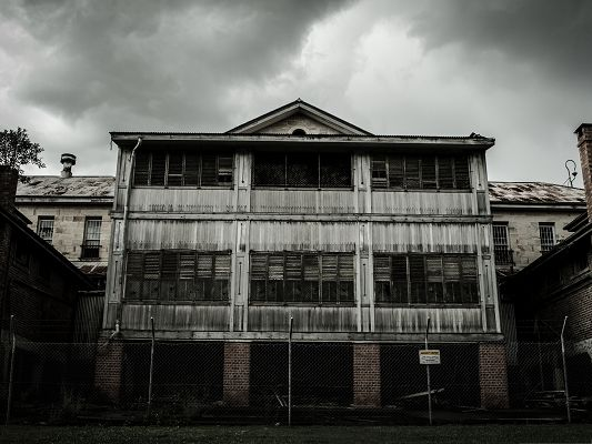 click to free download the wallpaper--Free Wallpaper Background, Abandoned Mental Asylum, Favored Old Style