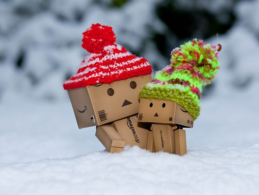 click to free download the wallpaper--Free Wallpaper Backgrounds, Cold Danbo, with Mom By the Side, the Coldness of Winter is a Thing of the Past