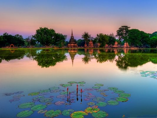 click to free download the wallpaper--Free Wallpaper Backgrounds, Sukhothai Historical Park, the Dreamland