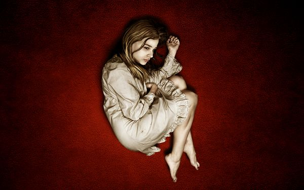 Free Scenery Wallpaper - Chloe Moretz, the Young Star us Lonely and Helpless
