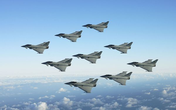 Free Scenery Wallpaper - Includes Jet Fighters Formation, Fit for Anyone Who Want to be in the Sky!,click to download