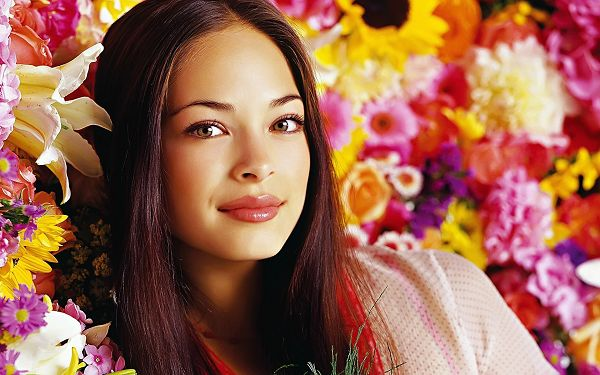 Free Scenery Wallpaper - Includes Kristin Kreuk, Combining Western and Oriental Temperament! ,click to download