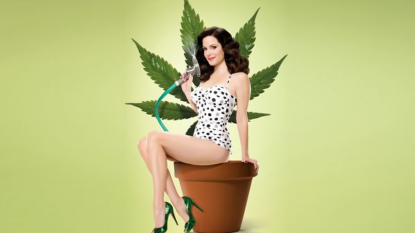 Free Scenery Wallpaper - Includes Weeds Season 4 , See the Appealing Housewife Clearly!,click to download