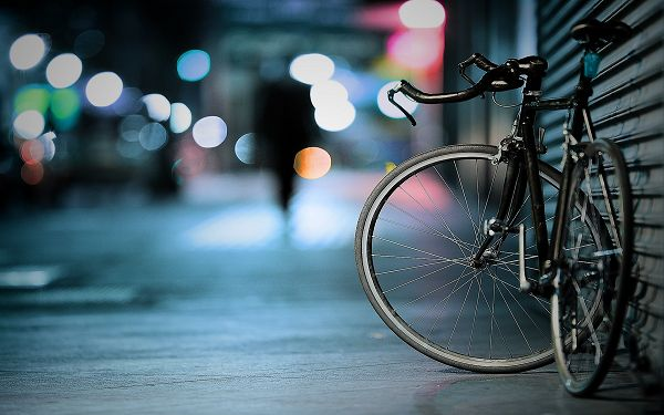 Free Scenery Wallpaper - Includes a Bicycle and a Mere Shadow, the Most Impressive for Its Simplicity!