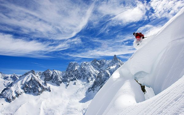 Free Scenery Wallpaper - Shows What It Is Like to Ski, Safety Matters the Most!,click to download