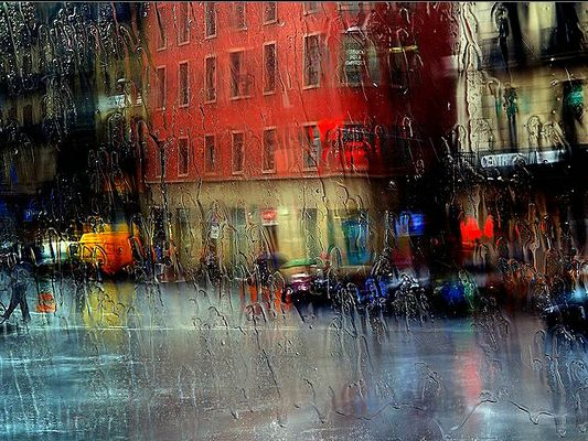 Free Wallpaper - What the City and People Are Like under Heavy Rain,click to download