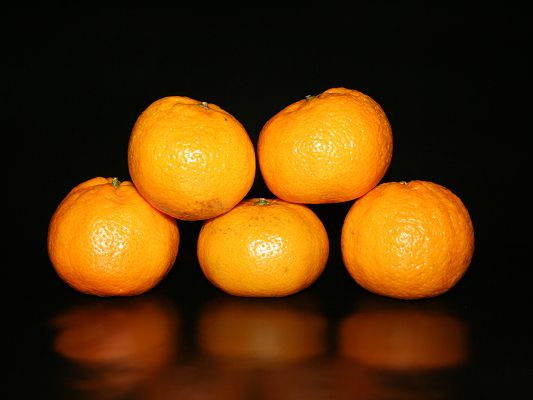 click to free download the wallpaper--Fresh Fruits Image, Five Oranges, Freshly Picked, Glowing Effect