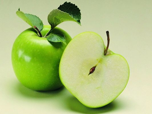 click to free download the wallpaper--Fresh Fruits Image, Green Apple Cut into Half Seconds Ago, Fresh and Impressive