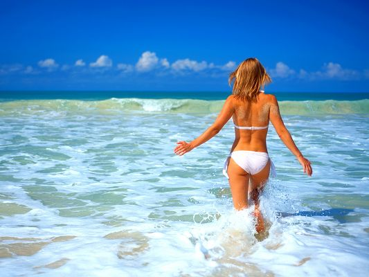 click to free download the wallpaper--Girl in Bikini, Running into the Sea, Happy Summer Time