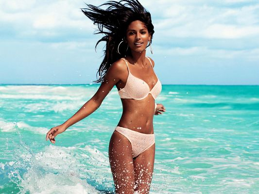 Girl in Bikini, Sexy Emanuela De Paula in the Sea, God, She is Beautiful!