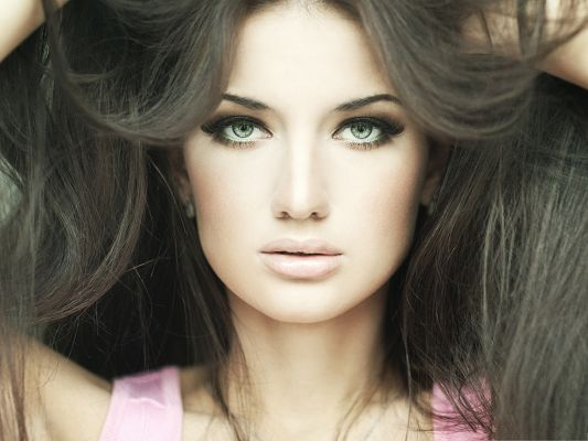 click to free download the wallpaper--Glamorous Girl Photos, Beautiful Girl in Green Eyes, Hair Held Up by Two Hands
