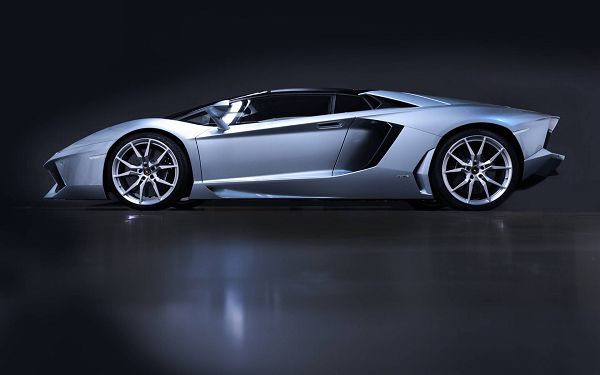 click to free download the wallpaper--Gray Lamborghini Car on a Black Road, Side Face View is Just Incredible, What a Car! - HD Cars Wallpaper