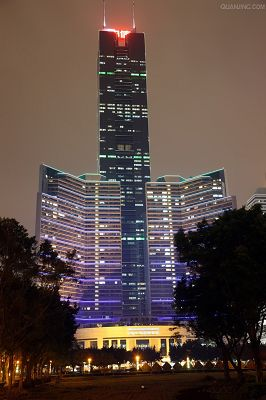 click to free download the wallpaper--Guangzhou Citic Plaza at Night