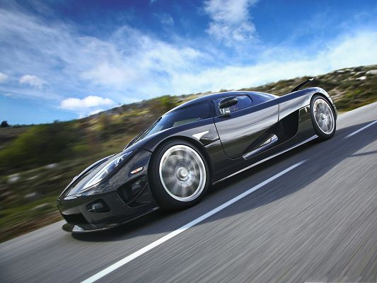 click to free download the wallpaper--HD Car Wallpapers, Koenigsegg CCXR in the Run, Fast Speed